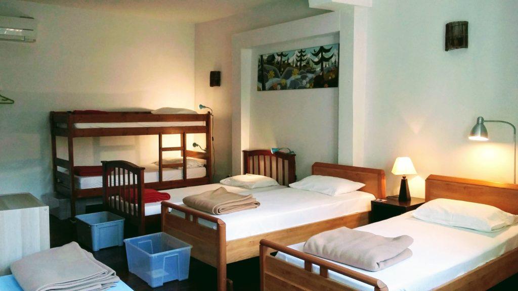 Gite-Ultreia-Vertes-Montagnes-chambre-de-7-lits-vue-longueur ...