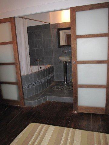 Grande et belle salle de bain pour la chambre de 6 for Belle salle de bain photo